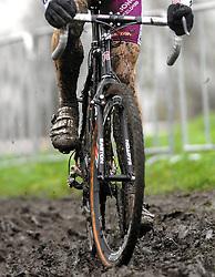 07-01-2007 WIELRENNEN: NK VELDRIJDEN MANNEN: WOERDEN<br /> Veldrijden item creative modder, banden , wielen,  lopen en schoenen<br /> ©2007-WWW.FOTOHOOGENDOORN.NL