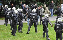 07.09.2010, Weserstadion, Bremen, GER, Polizeiübung / Polizeiuebung, im Bild Hooligans werden von der Polizei zurueckgehalten   EXPA Pictures © 2010, PhotoCredit: EXPA/ nph/  Frisch+++++ ATTENTION - OUT OF GER +++++