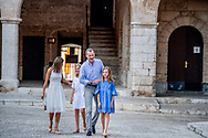 29-7-2018 PALMA DE MALLORCA - King Felipe, Queen Letizia, Princess Leonor, Princess Sofia pose during the holiday Photosession King Felipe, Queen Letizia, Princess Leonor, Princess Sofia pose during the Photosession for the media at the La Almudaina Palace during the holiday in Palma de Mallorca  Palma de Mallorca, Mallorca island, Balearic Islands, Spain, 29 July 2018 COPYRIGHT ROBIN UTRECHT