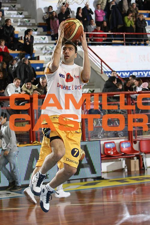 DESCRIZIONE : Porto San Giorgio Lega A1 2008-09 Premiata Montegranaro Armani Jeans Milano<br /> GIOCATORE : Costas Vasileiadis<br /> SQUADRA : Premiata Montegranaro <br /> EVENTO : Campionato Lega A1 2008-2009<br /> GARA : Premiata Montegranaro Armani Jeans Milano<br /> DATA : 15/02/2009<br /> CATEGORIA : Maglietta Avis<br /> SPORT : Pallacanestro<br /> AUTORE : Agenzia Ciamillo-Castoria/C.De Massis