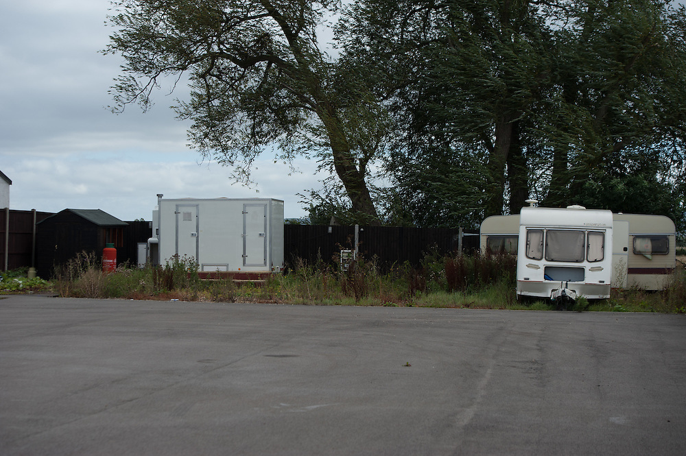 Caravans searched by police Green  Acres caravan site near Leighton Buzzard.....Photos Ki Price