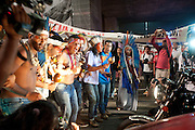 SAO PAULO, SP, 14.08.2015 - PROTESTO - SP - Índios da etnia Guarani realizam um ato na avenida Paulista marcando o Dia Internacional dos Povos Indígenas e reivindicando demarcações de terras e denunciando a violência contra os povos indígenas no país na avenida Paulista nesta sexta-feira,14 (Foto: Gabriel Soares/ Brazil Photo Press)
