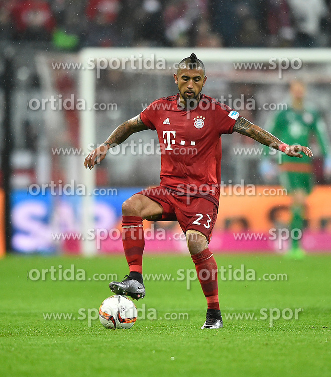 31.01.2016, Allianz Arena, Muenchen, GER, 1. FBL, FC Bayern Muenchen vs TSG 1899 Hoffenheim, 19. Runde, im Bild Arturo Vidal FC Bayern Muenchen am Ball // during the German Bundesliga 19th round match between FC Bayern Munich and TSG 1899 Hoffenheim at the Allianz Arena in Muenchen, Germany on 2016/01/31. EXPA Pictures &copy; 2016, PhotoCredit: EXPA/ Eibner-Pressefoto/ Weber<br /> <br /> *****ATTENTION - OUT of GER*****