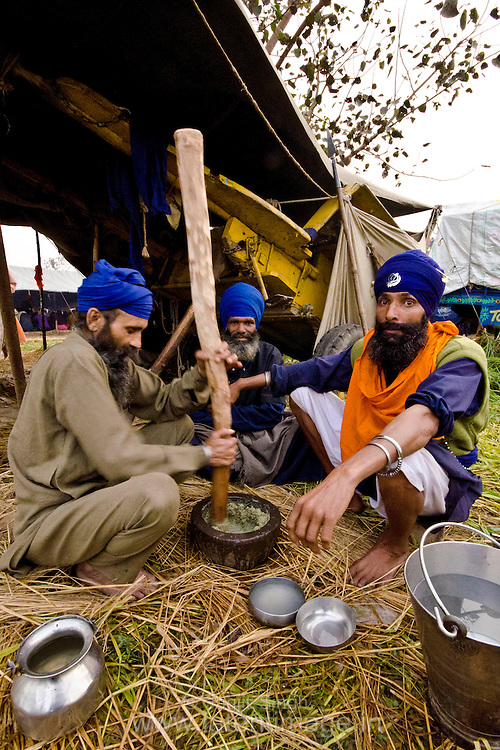 A group of Nihang preparing drinks to be distributed during Hola Mohalla.