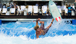 "09.06.2016, Schwarzenbergplatz, Wien, AUT, Eröffnung der 3CityWave ""Wellenreiten mitten in Wien"". im Bild Surfer // during opening of the ""3CityWave - Surfing in the middle of vienna"" in Vienna, Austria on 2016/06/09. EXPA Pictures © 2016, PhotoCredit: EXPA/ Michael Gruber"