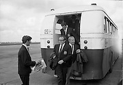 17/09/1968<br /> 09/17/1968<br /> 17 September 1968<br /> Manchester United arrive at Dublin Airport. Nobby Stiles leaving the airport bus, being approached by an admirer to get his autograph.