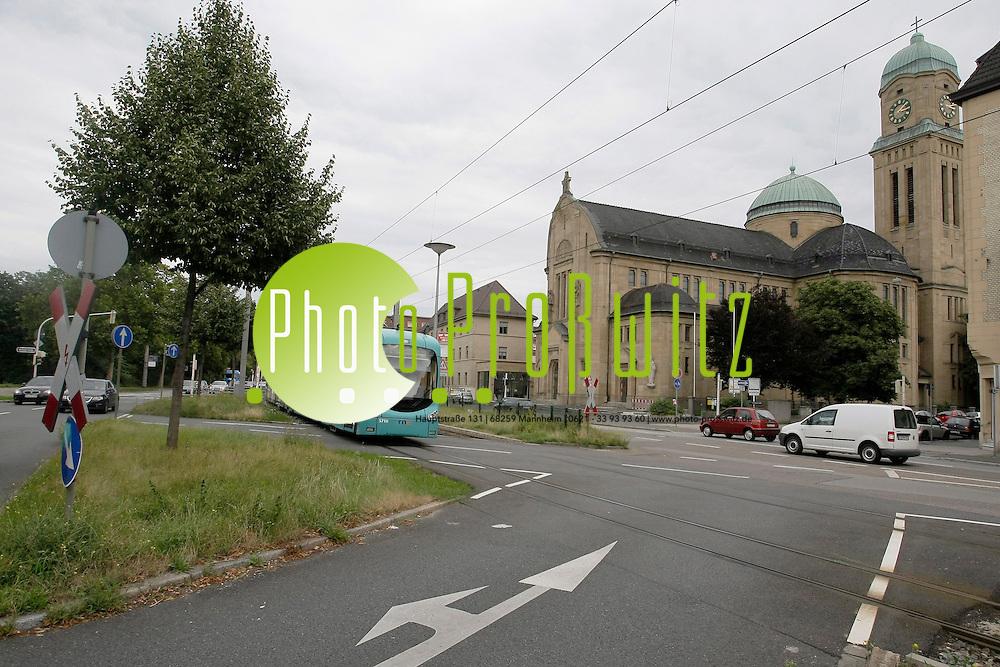 Mannheim. Kreuzung Friedrich Ebert Strafle / Hochuferstrafle. Hier soll die &quot;Stadtbahn Nord&quot; ihren Weg vor der Bonifaziuskirche finden.<br /> <br /> Bild: Markus Proflwitz / masterpress /   *** Local Caption *** masterpress Mannheim - Pressefotoagentur<br /> Markus Proflwitz<br /> C8, 12-13<br /> 68159 MANNHEIM<br /> +49 621 33 93 93 60<br /> info@masterpress.org<br /> Dresdner Bank<br /> BLZ 67080050 / KTO 0650687000<br /> DE221362249