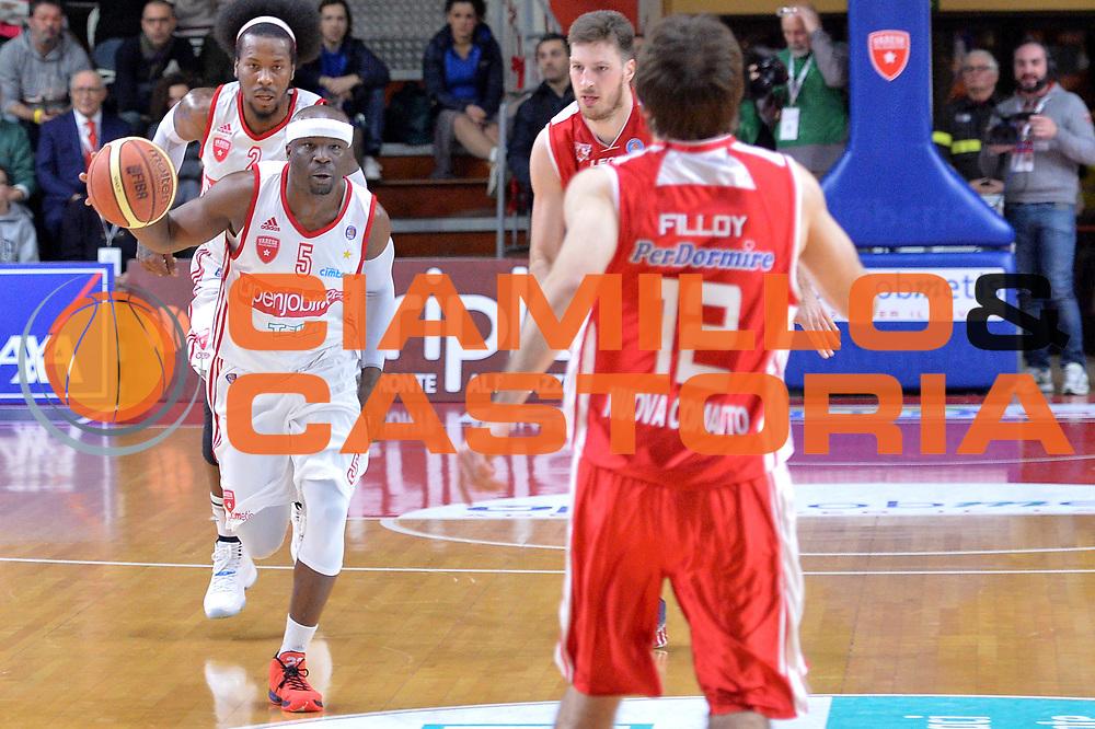 DESCRIZIONE : Varese Lega A 2014-15 Openjobmetis Varese Giorgio Tesi Group Pistoia<br /> GIOCATORE : Robinson Dawan<br /> CATEGORIA : Contropiede<br /> SQUADRA : Openjobmetis Varese<br /> EVENTO : Campionato Lega A 2014-2015<br /> GARA : Openjobmetis Varese Giorgio Tesi Group Pistoia<br /> DATA : 04/01/2015<br /> SPORT : Pallacanestro <br /> AUTORE : Agenzia Ciamillo-Castoria/I.Mancini<br /> Galleria : Lega Basket A 2014-2015 <br /> Fotonotizia : Varese Lega A 2014-15 Openjobmetis Varese Giorgio Tesi Group Pistoia<br /> Predefinita :