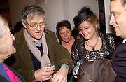 Leonard Rosoman, David Hockney, Belinda Crichton and  Norman Rosenthall. David Hockney exhibition opening, Annely Juda Gallery. 15 January 2003. © Copyright Photograph by Dafydd Jones 66 Stockwell Park Rd. London SW9 0DA Tel 020 7733 0108 www.dafjones.com