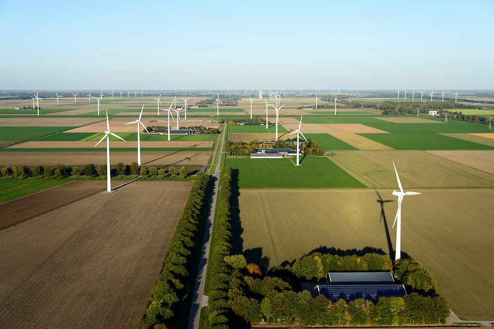 Nederland, Flevoland, Zeewolde, 24-10-2013; boerderij met zonnepanelen aan de Schollevaarweg (ten noorden van Zeewolde), omgeven door windmolens van een windmolenpark (windpark).<br /> Farm with solar panels in Flevopolder, surrounded by wind turbines of a wind farm <br /> luchtfoto (toeslag op standard tarieven);<br /> aerial photo (additional fee required);<br /> copyright foto/photo Siebe Swart