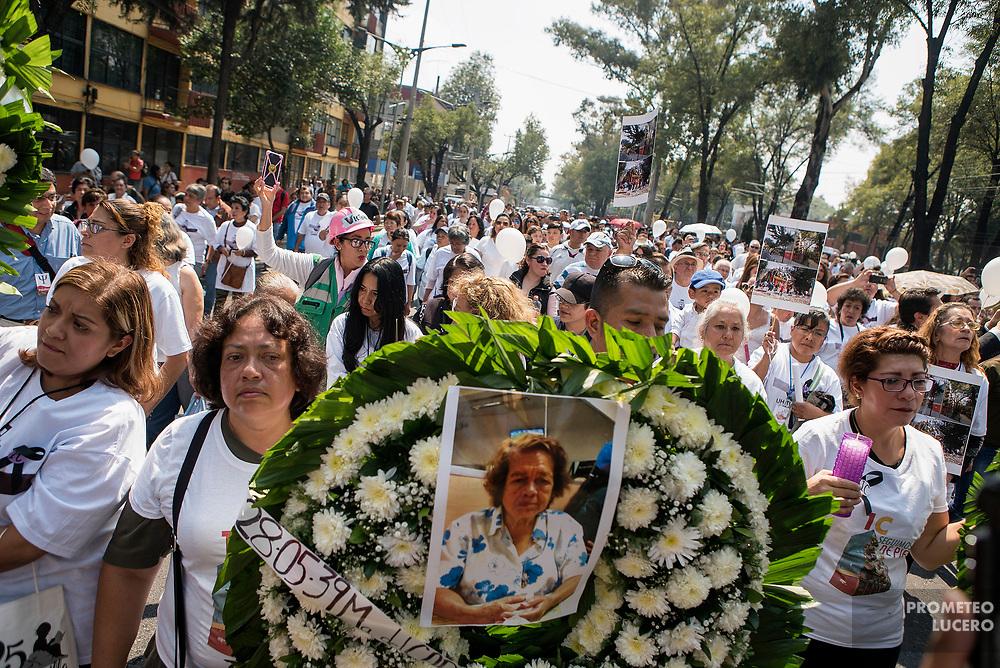 Homenaje a las víctimas del sismo del 19 de septiembre en la Ciudad de México. Unidad Habitacional Tlalpan, sur de la Ciudad de México, 19 de octubre de 2017. (Foto: Prometeo Lucero)