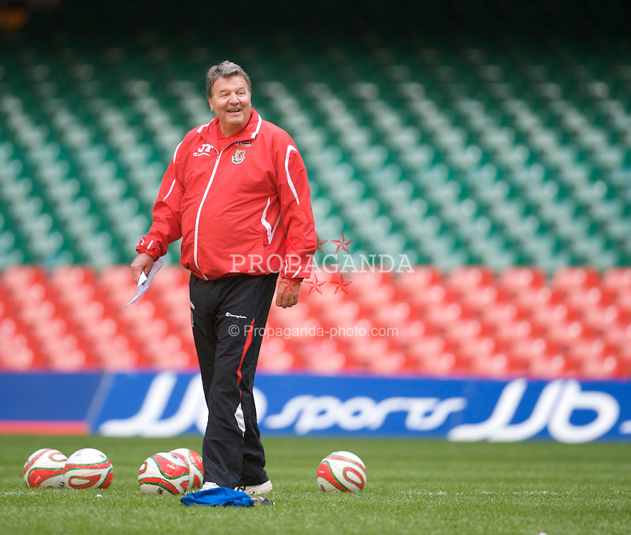 CARDIFF, WALES - Thursday, March 26, 2009: Wales' manager John Toshack MBE during training at the Millennium Stadium ahead of the 2010 FIFA World Cup Qualifying Group 4 match against Finland. (Pic by David Rawcliffe/Propaganda)
