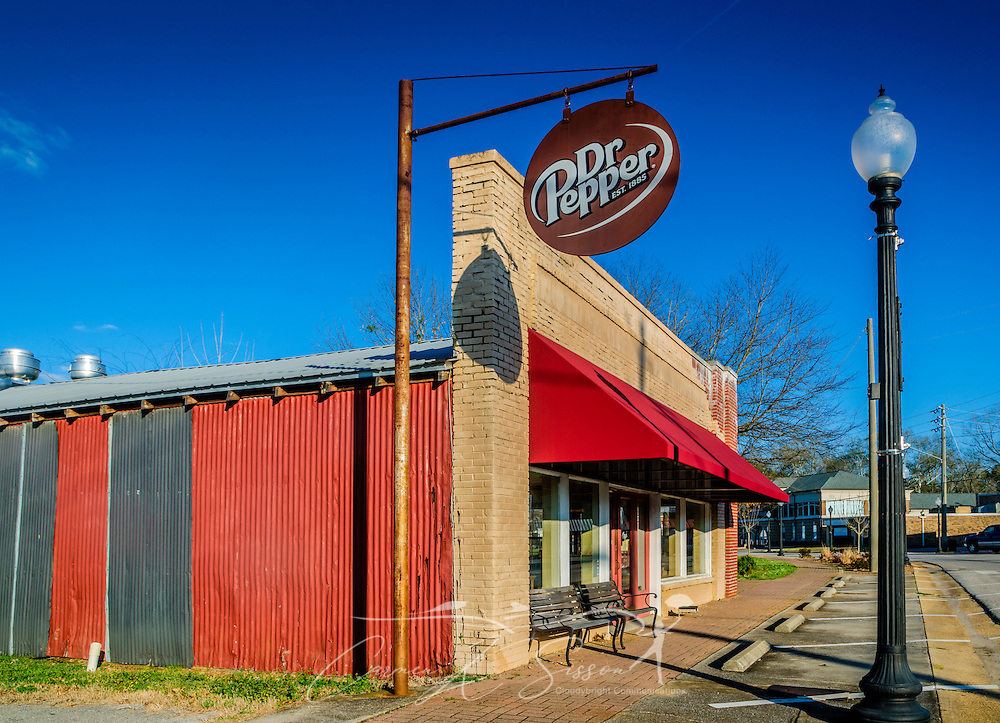 Miss Melissa's Cafe was once a thriving restaurant on Market Street in Moundville, Alabama, but it is now closed. Many other small businesses along the street are also shuttered. (Photo by Carmen K. Sisson/Cloudybright)