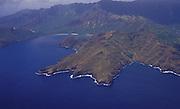 Luftaufnahme von Nuka Hiva im türkisfarbenen Südpazifik, Französisch Polynesien * Aerial photo of Nuka Hiva in turquoise South Pacific, French Polynesia