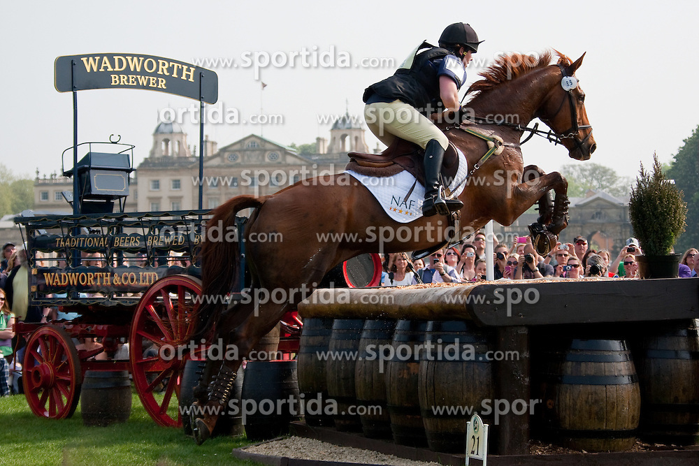 24.04.2011, Badminto, Gloucestershire, GBR, Equestrian the Badminton Horse Trials 2011, im Bild Rosie Thomas riding BARRY'S BEST competing in the cross country section of the Mitsubishi Motors Badminton horse trials 2011. EXPA Pictures © 2011, PhotoCredit: EXPA/ M. Gunn / SPORTIDA PHOTO AGENCY