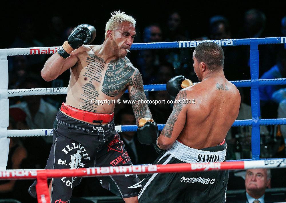 Monty Filimaea (L) fights Vaitele SoI in the Mahindra Super 8 Fight Night, North Shore Events Centre, Auckland, New Zealand, Saturday, November 22, 2014. Photo: David Rowland/Photosport