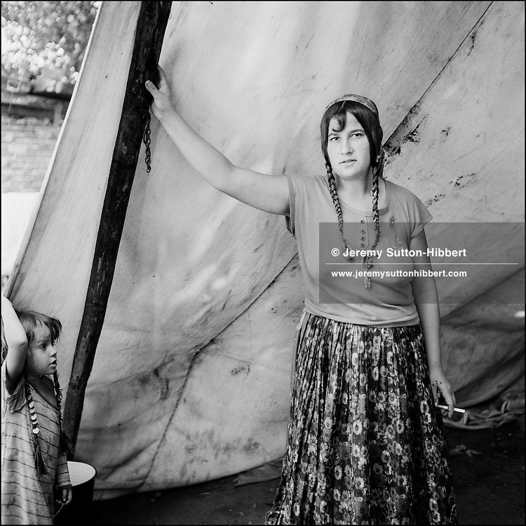 Woman and child in the Kalderash Roma camp of Sintesti ...