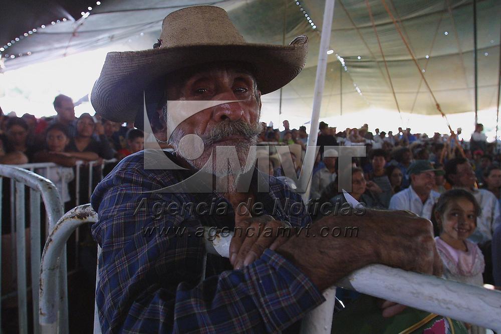 Tejupilco, M&eacute;x.- Campesinos del sur del Estado durante la lectura del III Informe de Gobierno de Arturo Montiel Rojas. Agencia MVT / Mario V&aacute;zquez de la Torre. (DIGITAL)<br /> <br /> NO ARCHIVAR - NO ARCHIVE