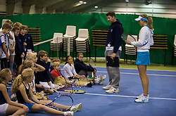 OSLO, NORWAY - Saturday, December 19, 2009: Yanina Wickmayer and coach Barry Cowan give advice to the kids during the Northern Vision Tennis Academy at the Riksanlegget. (Pic by David Rawcliffe/Propaganda)