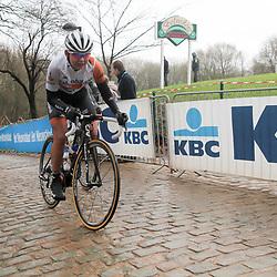WEVELGEM (BEL) wielrennen: De vrouweneditie van Gent-Wevelgem werd onder epische omstandigheden verreden. Wind en regen waren naast de heuvels de tegenstander van het vrouwenpeloton.<br /> Kemmelberg Anouska Koster