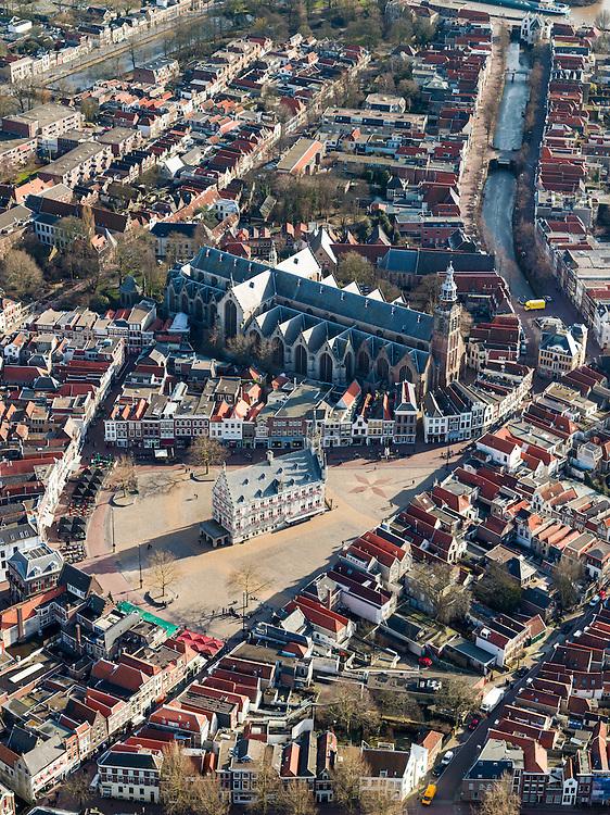 Nederland, Zuid-Holland, Gouda, 20-02-2012; het middeleeuwse centrum van Gouda, met Grote of Sint-Janskerk en op de Markt het gotische stadhuis. Naast de kerk het water van de Haven (Oosthaven, Wethaven). Gouda is bekend van de goudse kaas, kaarsen, pijpen en stroopwafels..QQQ..luchtfoto (toeslag), aerial photo (additional fee required).copyright foto/photo Siebe Swart