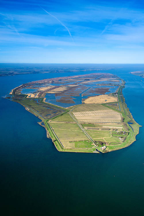 "Nederland, Zuid-Holland, Tiengemeten, 01-04-2016; oostelijk deel van het eiland Tiengemeten met zorgboerderij en camping. Het eiland werd oorspronkelijk gebruikt voor de akkerbouw maar is inmiddels 'teruggegeven aan de natuur': de dijken zijn deels doorgestoken en de laatste boer is in 2006 vertrokken. De 'nieuwe natuur' vormt onderdeel van de Ecologische Hoofdstructuur.<br /> The island Tiengemeten in the Haringvliet, was originally used for agriculture but has now ""been given back to nature"". Large parts have been flooded and the isle is part of the National Ecological Network. The last farmer left in 2006. Current use, among other, care farms and camping. luchtfoto (toeslag op standard tarieven);<br /> aerial photo (additional fee required);<br /> copyright foto/photo Siebe Swart"