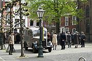 Filmset voor de film Lyrebird in Leiden. Deze bioscoopfilm is een co-productie tussen Nederland en Amerika. Het verhaal speelt zicht af tijdens de bevrijding van Nederland in 1945 en gaat over de Nederlandse meestervervalser Han van Meegeren.