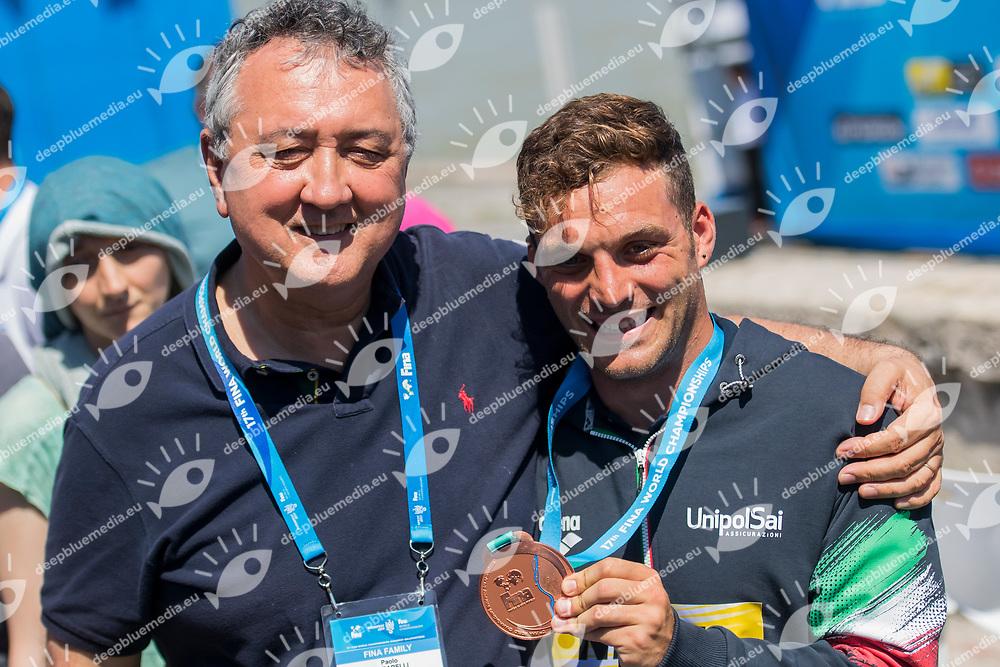 DE ROSE Alessandro ITA bronze medal with FIN President BARELLI Paolo<br /> High diving<br /> Men's final<br /> day 17 30/07/2017 <br /> XVII FINA World Championships Aquatics<br /> Photo &copy; Giorgio Perottino/Deepbluemedia/Insidefoto