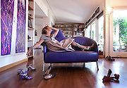 Milano: Lella Costa nella sua casa Milanese con la sua collezione di scarpe