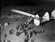 28/04/1958<br /> 04/28/1958<br /> 28 April 1958<br /> Inaugural Aerlinte flight to the United States.  Picture shows passengers boarding the Seaboard Super Constellation plane at Dublin Airport.