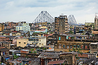 Inde, Bengale Occidental, Calcutta (Kolkata), la ville et le pont Howrah // India, West Bengal, Kolkata, Calcutta, Howrah bridge and the city