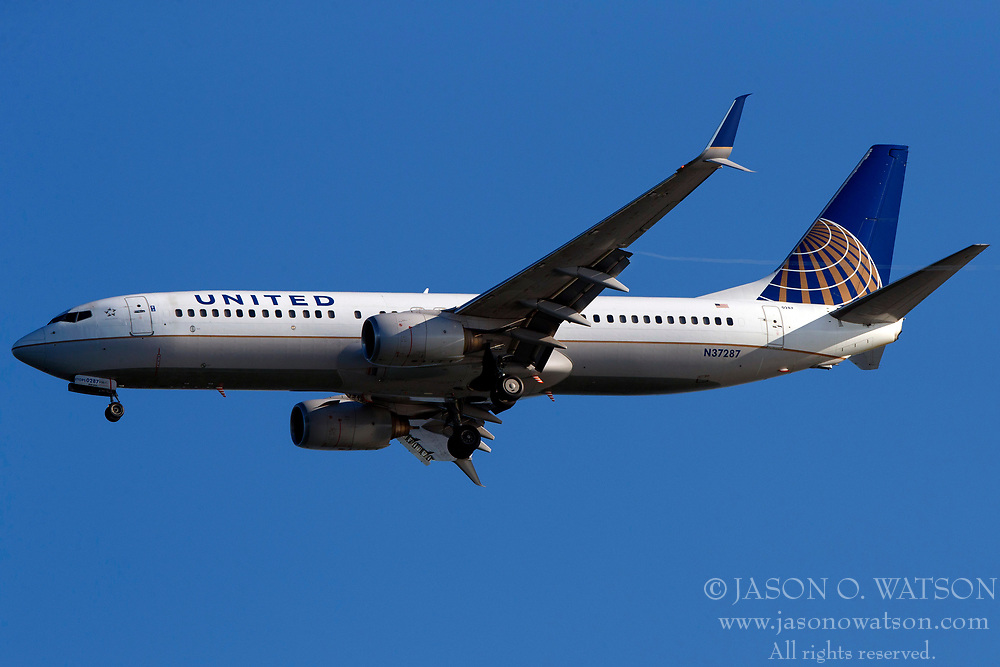 Boeing 737-824 (N37287) operated by United Airlines on approach to San Francisco International Airport (SFO), San Francisco, California, United States of America