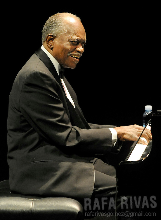 US pianist Hank Jones performs with the Hank Jones Trio, during the 44th Jazzaldia Festival, on July 24, 2009, in the northern Spanish Basque city of San Sebastian. Jazzaldia festival is the oldest jazz festival celebrated in Spain.