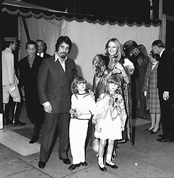 JUSTIN DE VILLENEUVE and model TWIGGY with VICTORIA RUSSELL and TOBY RUSSELL at a Biba party at the Roof Gardens, 124 Kensington High Street, London on 25th October 1970.
