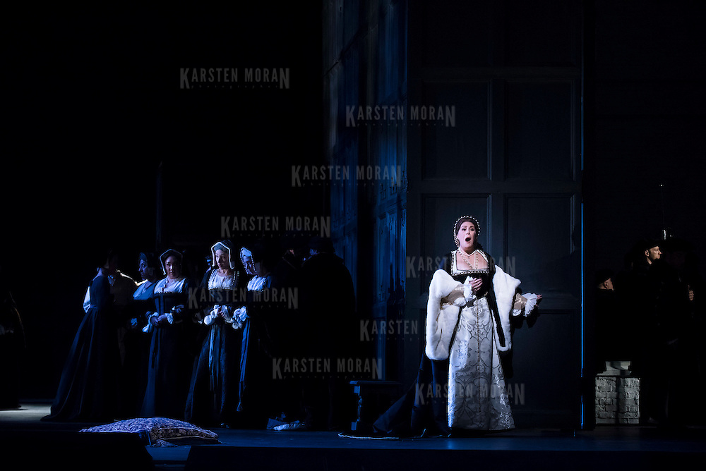 September 23, 2015 - New York, NY : Sondra Radvanovsky, center right, performs as Anna Bolena in a dress rehearsal for Gaetano Donizetti's 'Anne Bolena' at the Metropolitan Opera at Lincoln Center on Wednesday. CREDIT: Karsten Moran for The New York Times