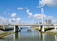 Windturbine 's bij Europoort, Rotterdam. - Wind turbine near Europort, Rotterdam, Netherlands