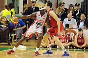 DESCRIZIONE : Casale Monferrato Lega A 2011-12 Novipiu Casale Monferrato Scavolini SIviglia Pesaro<br /> GIOCATORE : Jumaine Jones<br /> CATEGORIA : palleggio<br /> SQUADRA : Scavolini SIviglia Pesaro<br /> EVENTO : Campionato Lega A 2011-2012<br /> GARA : Novipiu Casale Monferrato Scavolini Siviglia Pesaro<br /> DATA : 06/05/2012<br /> SPORT : Pallacanestro<br /> AUTORE : Agenzia Ciamillo-Castoria/GiulioCiamillo<br /> Galleria : Lega Basket A 2011-2012<br /> Fotonotizia : Casale Monferrato Lega A 2011-12 Novipiu Casale Monferrato Scavolini Siviglia Pesaro<br /> Predefinita :
