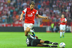 28.07.2011, Coface Arena, Mainz, GER, UEFA Europa League, Mainz 05 vs CS Gaz Metan Medias, im Bild Andreas Ivanschitz (Mainz #25) im Zweikampf mit Nicandro Breeveld (Gaz Metan #18) // during the GER, UEFA Europa League, Mainz 05 vs CS Gaz Metan Medias on 2011/07/28, Coface Arena, Mainz, Germany. EXPA Pictures © 2011, PhotoCredit: EXPA/ nph/  Roth       ****** out of GER / CRO  / BEL ******