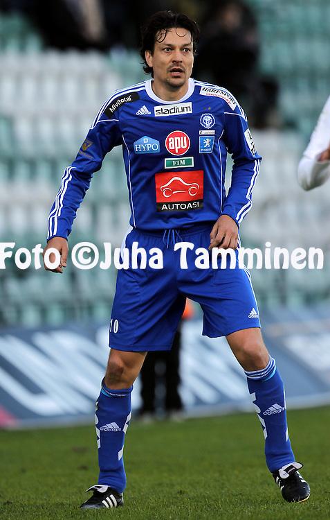 6.5.2011, Veritas stadion, Kupittaa, Turku..Veikkausliiga 2011, FC TPS Turku - FC HJK Helsinki..Jari Litmanen - HJK.©Juha Tamminen.