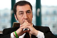 05 JAN 2012, BERLIN/GERMANY:<br /> Cem Oezdemir, B90/Gruene Bundesvorsitzender, waerhend einem Interview, in seinem Buero, Bundesgeschaeftsstelle Buendnis 90 / Die Gruenen<br /> IMAGE: 20120105-01-008<br /> KEYWORDS: Cem Özdemir, Büro