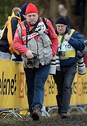 01-02-2014 WIELRENNEN: UCI CYCLO-CROSS WORLD CHAMPIONSHIPS: HOOGERHEIDE <br /> WK veldrijden in Hoogerheide / Fotografen media opweeg naar een mooi plekje<br /> ©2014-FotoHoogendoorn.nl