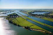 Nederland, Zuid-Holland, Hagestein, 30-09-2015; stuw in de rivier de Lek, dient om het waterpeil in de rivier te reguleren en het scheepvaartverkeer mogelijk te maken. Als gevolg van de geringe wateraanvoer is de vizierschuif gesloten, vissen kunnen gebruik maken van de de vistrap (of vispassage). Maast de stuw de schutsluis voor de scheepvaart. Recreatieplas Everstein.<br /> Weir in the river Lek, regulates and manages the water level. The Lek is a rain river, with especially in the winter large amounts of water (melt water), in the summer there is a shortage of water, the weir ensures sufficiently high water level for shipping. Next to the dam fish ladder and shipping lock.<br /> luchtfoto (toeslag op standard tarieven);<br /> aerial photo (additional fee required);<br /> copyright foto/photo Siebe Swart