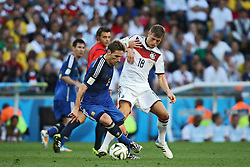 13.07.2014, Maracana, Rio de Janeiro, BRA, FIFA WM, Deutschland vs Argentinien, Finale, im Bild Benedikt HOEWEDES (GER) gegen LUCAS BIGLIA (ARG) links im Bild<br /> <br /> Deutschland - Argentinien, Finale, WM 2014, 13.07.2014<br /> Foto:Eiibner // during Final match between Germany and Argentina of the FIFA Worldcup Brazil 2014 at the Maracana in Rio de Janeiro, Brazil on 2014/07/13. EXPA Pictures © 2014, PhotoCredit: EXPA/ Eibner-Pressefoto/ Cezaro<br /> <br /> *****ATTENTION - OUT of GER*****