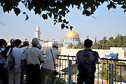 Israel, Jerusalem, Old City, A group of tourists overlook the wailing wall and dome of the rock on Temple mount