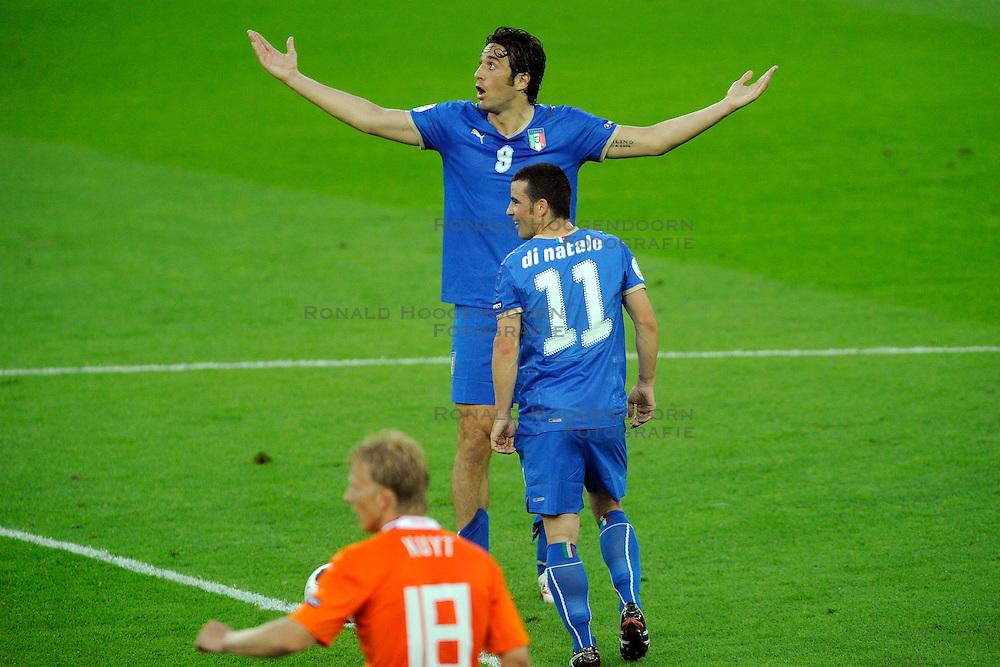 09-06-2008 VOETBAL: EURO 2008 NEDERLAND - ITALIE: BERN<br /> Nederland wint met een overtuigende 3-0 van Wereldkampioen Italie / Luca Toni heeft zijn vraagtekens bij de eerste goal van Nederland<br /> &copy;2008-WWW.FOTOHOOGENDOORN.NL