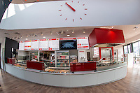 Based on a site where  25 000 vehicles go per day , Paul Bocuse launches its first &quot;Drive&quot;<br />