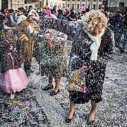 La battaglia della schiuma in Piazza del Duomo a Milano nell'ultimo giorno di carnevale...The foam battle in the last day of carnival in Dome Square in Milan