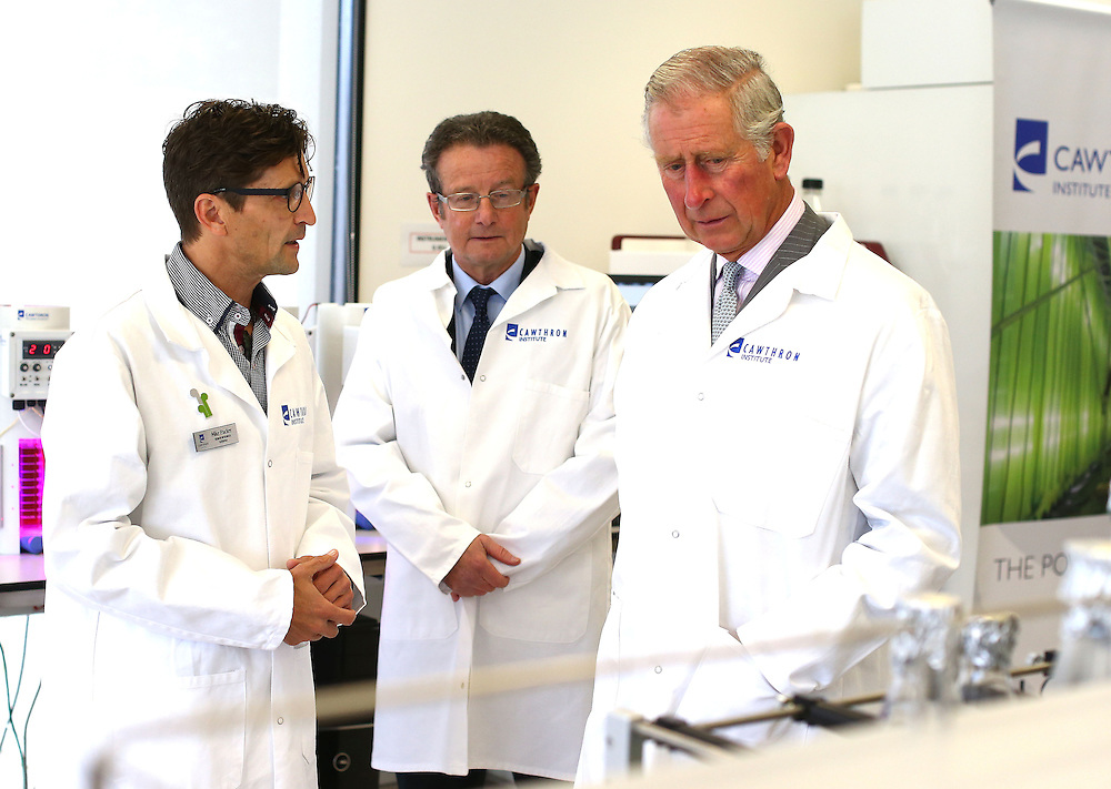 Prince Charles, Prince of Wales alks with Mike Packer, left and Chief Executive Charles Eason at the Cawthron Institute, Nelson, New Zealand, Saturday, November 07, 2015. Credit:SNPA / Shuttersports, Evan Barnes **POOL**