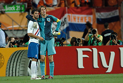 25-06-2006 VOETBAL: FIFA WORLD CUP: NEDERLAND - PORTUGAL: NURNBERG<br /> Oranje verliest in een beladen duel met 1-0 van Portugal en is uitgeschakeld / VAN NISTELROOIJ Ruud, VAN DER SAR Edwin <br /> ©2006-WWW.FOTOHOOGENDOORN.NL