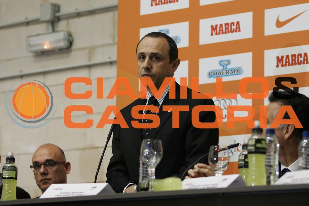 DESCRIZIONE : Madrid Eurolega 2007-08 Conferenza Press Conference<br />GIOCATORE : Ettore Messina<br />SQUADRA : Cska Mosca<br />EVENTO : Eurolega 2007-2008 <br />GARA : <br />DATA : 01/05/2008 <br />CATEGORIA : Ritratto<br />SPORT : Pallacanestro <br />AUTORE : Agenzia Ciamillo-Castoria/P.Lazzeroni